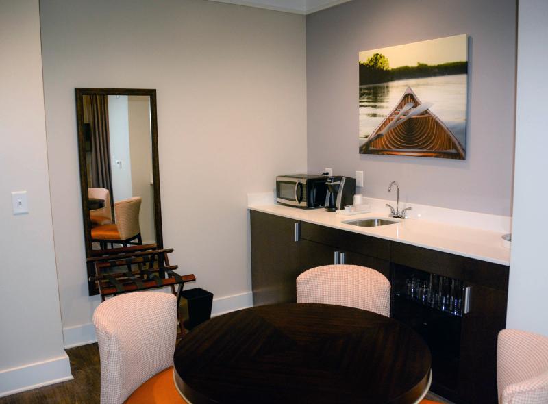 Guest-Room-Bar